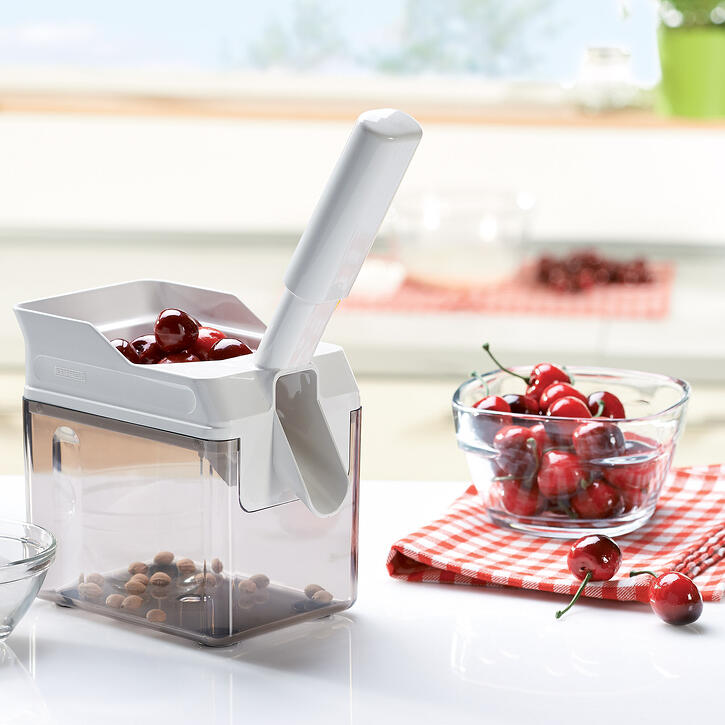leifheit-cherry-pitter-with-container